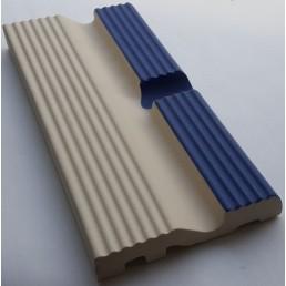 Рукохват с желобом для края бассейна Vitra Arkitekt Pool поверхность матовая, ребристая. Край рукохвата синий RAL 5002 матовый. Водопоглощение 0.5% размер 197х97х20